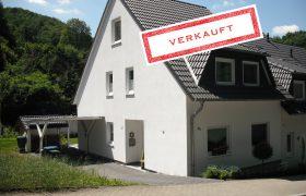 Haus-Vorderseite verkauft